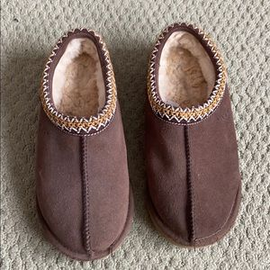 Chocolate ugg slippers